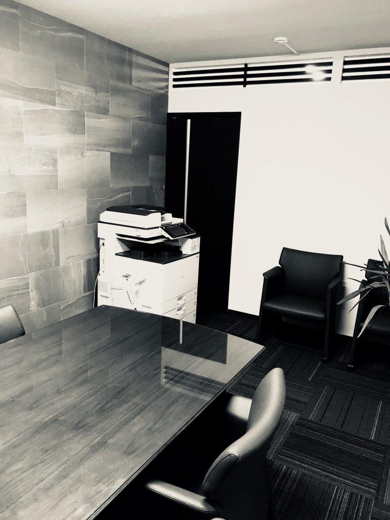 事務所応接室のようすです。①