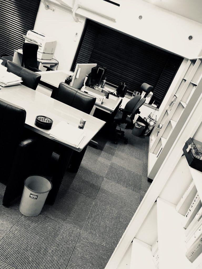 事務所の執務室の様子です。